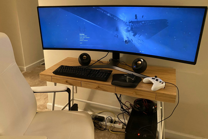 Show_Your_PC_Desk_UltlaWideMonitor52_40.jpg