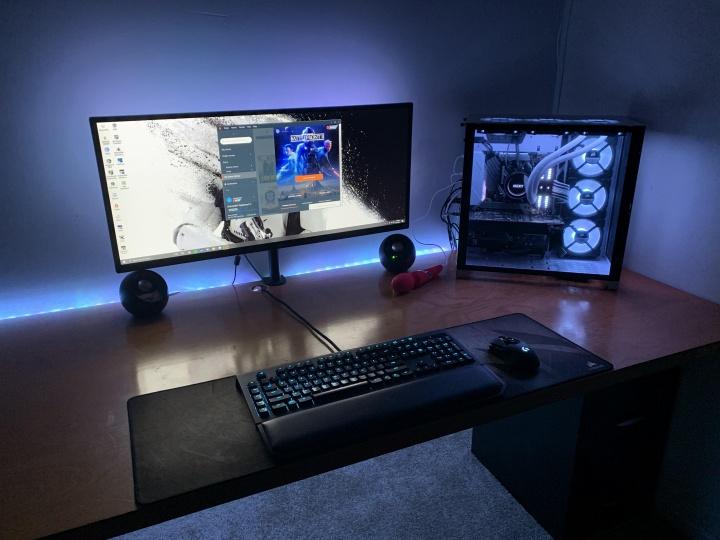 Show_Your_PC_Desk_UltlaWideMonitor52_42.jpg