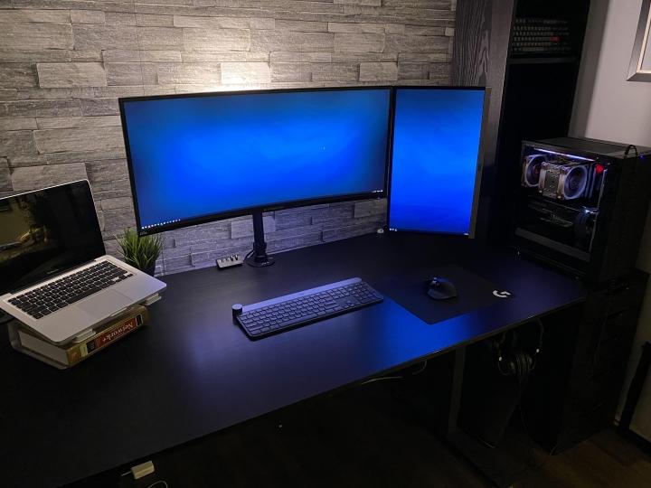 Show_Your_PC_Desk_UltlaWideMonitor_Part55_67.jpg