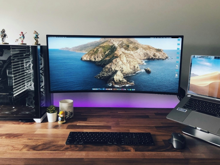 Show_Your_PC_Desk_UltlaWideMonitor_Part57_04.jpg