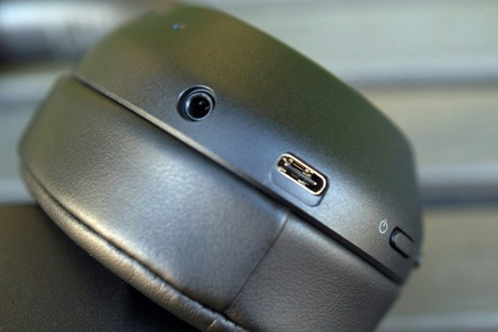 Sony_WH-XB900N_06.jpg