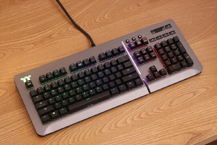 Thermaltake_Level_20_RGB_Gaming_Keyboard_Sale_02.jpg