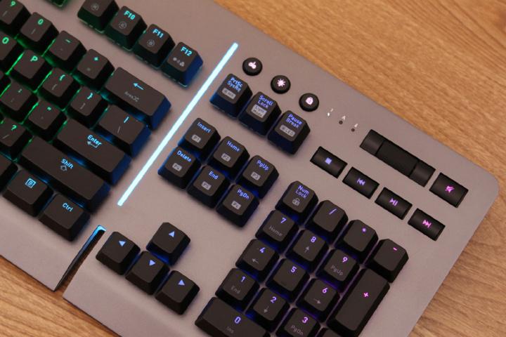 Thermaltake_Level_20_RGB_Gaming_Keyboard_Sale_04.jpg