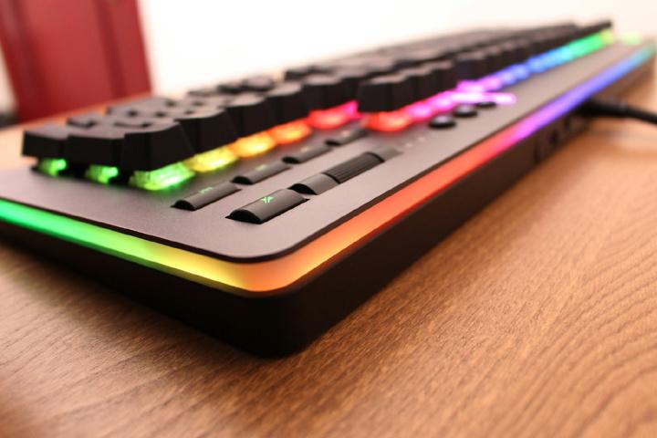 Thermaltake_Level_20_RGB_Gaming_Keyboard_Sale_06.jpg