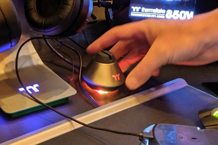 Thermaltake_MB1_RGB_Mouse_Bungee_04.jpg