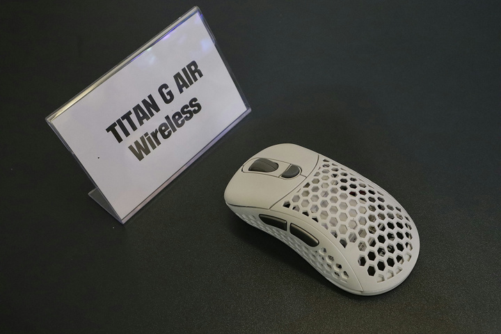 XENICS_TITAN_G_AIR_Wireless_01b.jpg