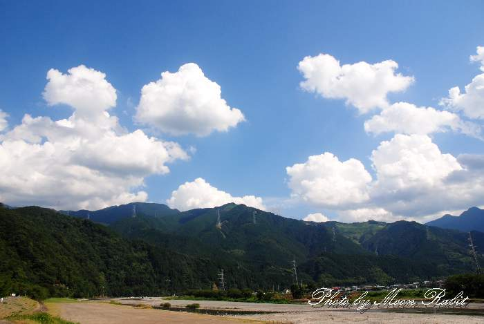 夏雲と加茂川 愛媛県西条市古川