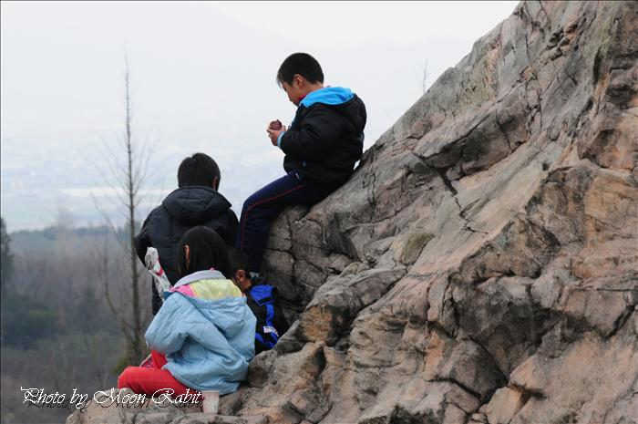 石鎚山ハイウェイオアシス  遊ぶ子ども 愛媛県西条市小松町新屋敷乙22-29