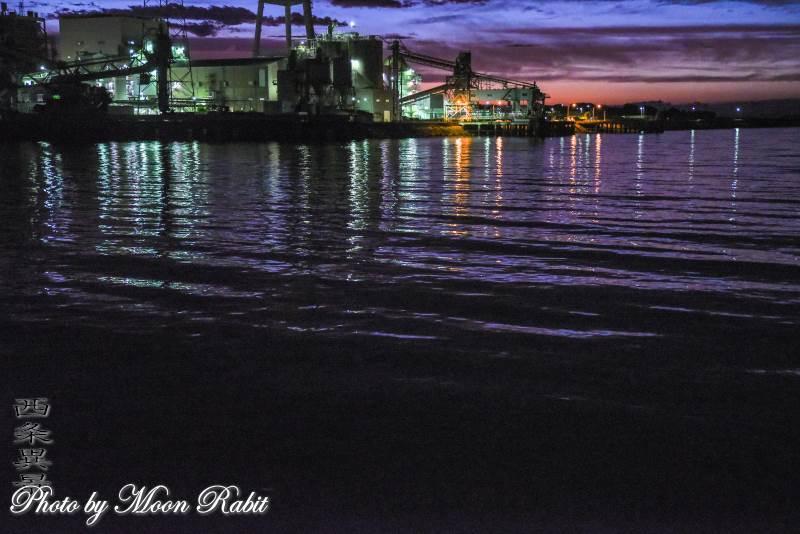 西条港と四国電力西条発電所