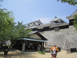 松山城とキャラクター